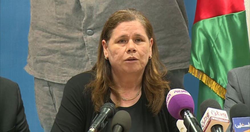 """زوجة البرغوثي: أطراف بالسلطة و""""فتح"""" تحاول إفشال إضراب الأسرى"""