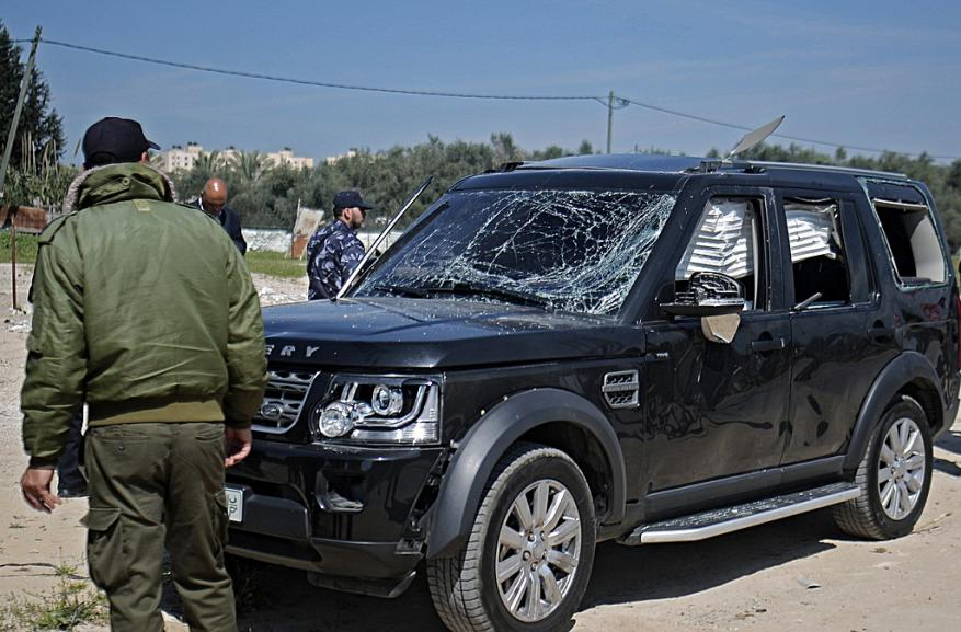 دحلان يطالب بتشكيل لجنة وطنية للتحقيق بتفجير موكب الحمد الله