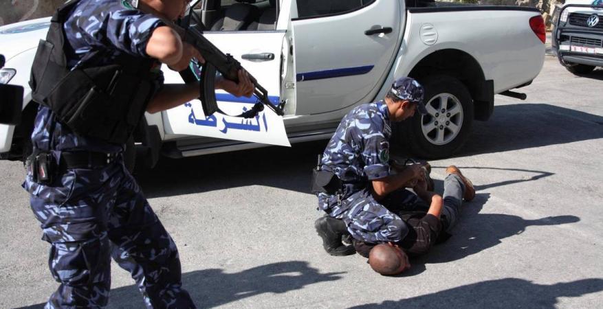 أجهزة السلطة في الضفة تعتقل 11 مواطناً وتستدعي اثنين
