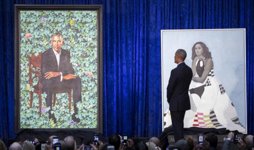 أوباما يطالب مازحا بتصغير أذنيه في لوحة فنية