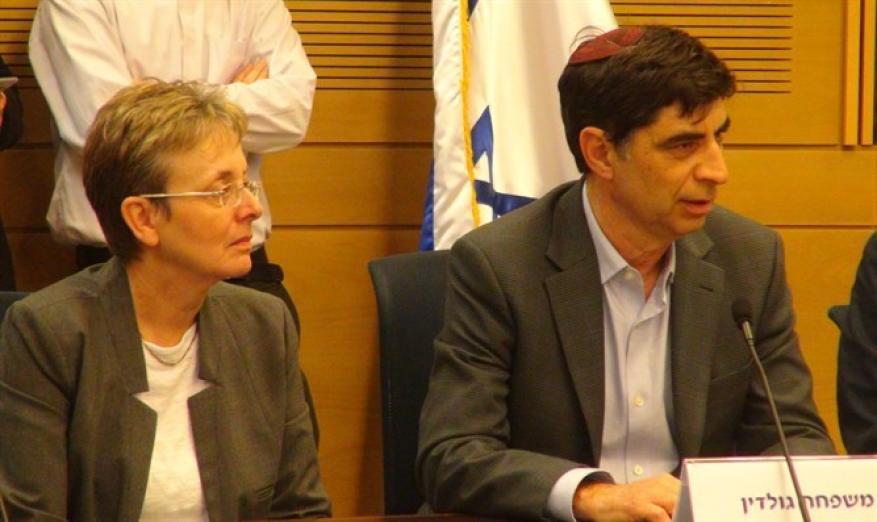 """السابعة: عائلة جولدين انتقدت الحكومة """"الإسرائيلية"""" على إعادة جثث نشطاء حماس"""