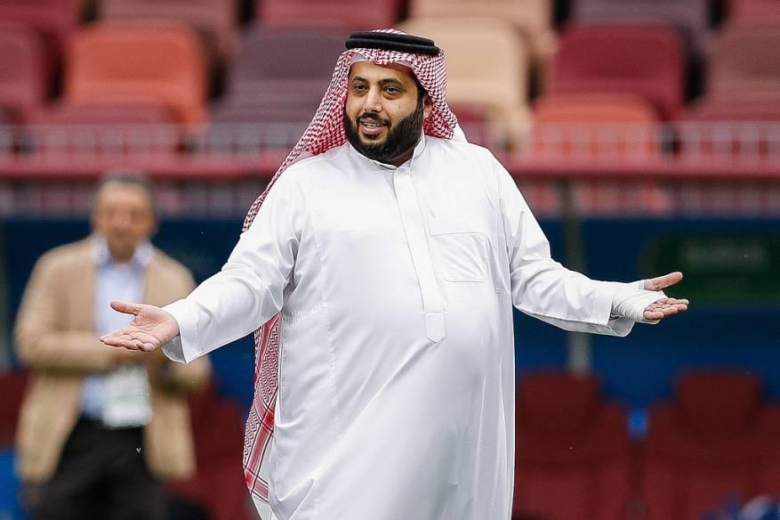 إعلامي سعودي: دعاءكم لتركي آل الشيخ الذي يعاني من آلام صعبة