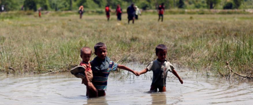 """أطفال الروهينغا يفرون بلا عائلات ولا يأكلون ولا يتكلمون """"شهادات"""""""