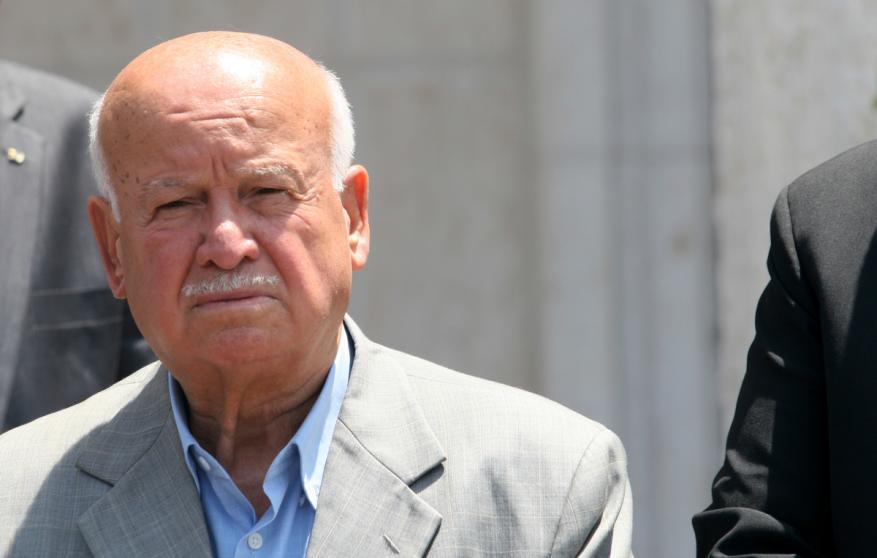 الاغا لشهاب: عباس سيزور غزة قريباً ويلغي العقوبات وهذه تفاصيل الاتفاق