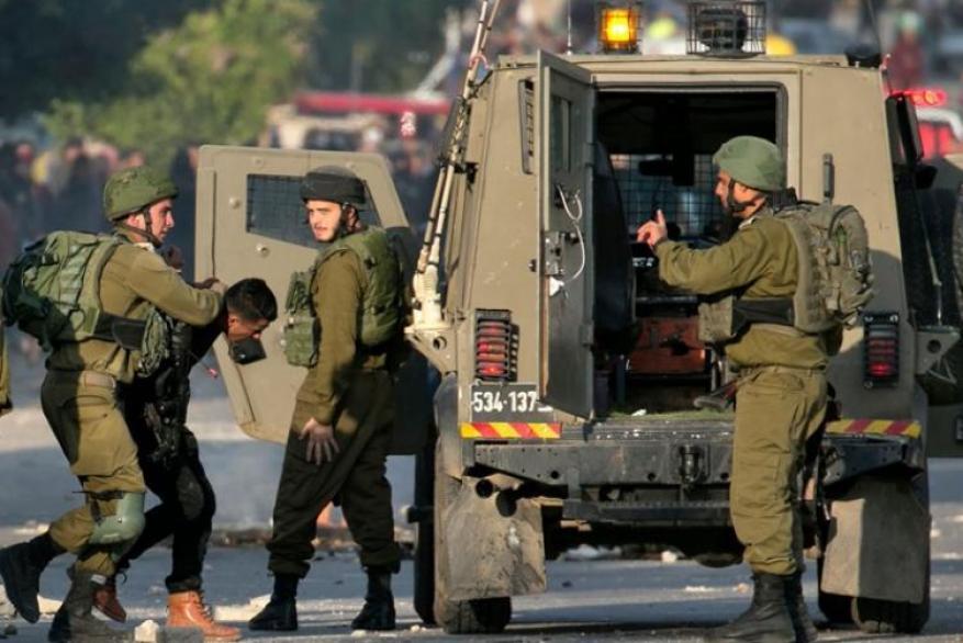 الاحتلال يعتقل 23 مواطنًا من الضفة الغربية