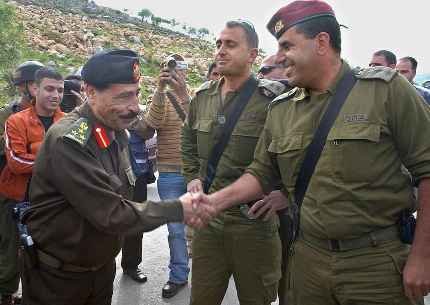 الشعبية تستنكر مشاركة السلطة في حفل وداع ضابط إسرائيلي