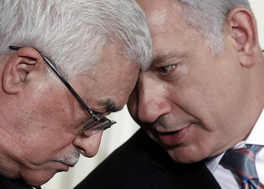 عباس يهاتف نتنياهو ويعلن إدانته للعملية الاستشهادية في القدس المحتلة