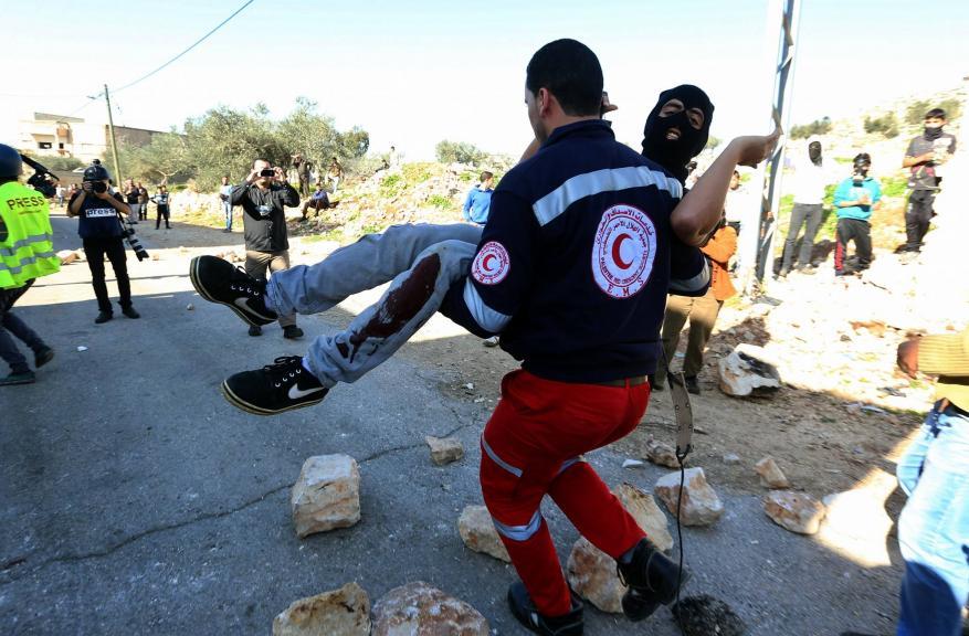إصابات خلال مواجهات مع الاحتلال بالضفة والقدس وغزة
