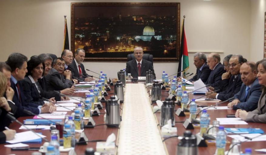 حكومة الحمد الله: سيتم استيعاب 20 ألف من موظفي غزة الجدد حال تمكين الحكومة