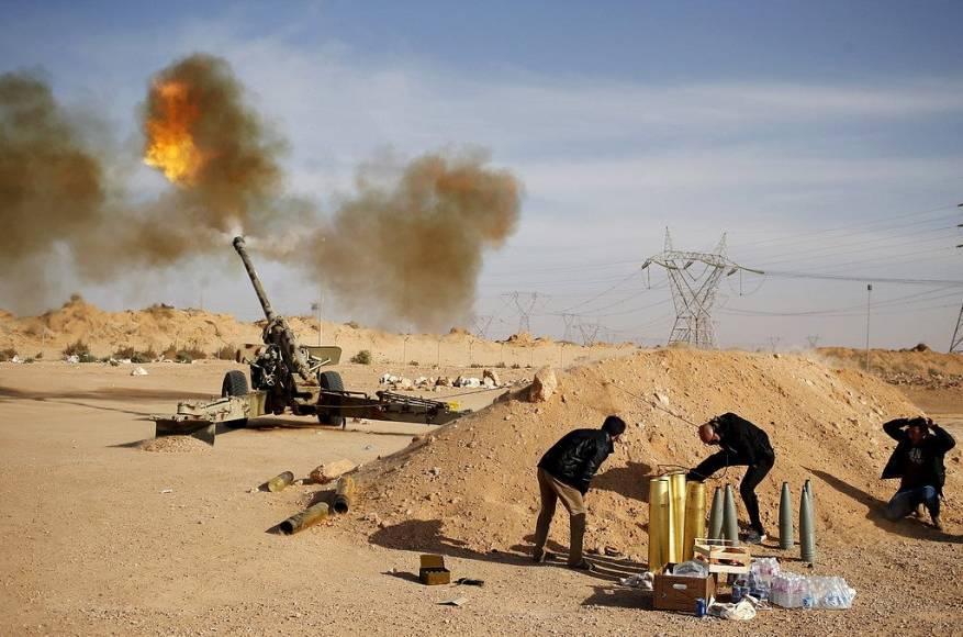 """الحكومة الليبية تطالب الحكماء بـ""""حل سلمي"""" يحقن الدماء في درنة"""