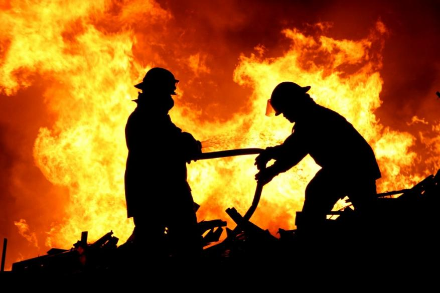 حريق في منزلين بـ خانيونس والنصيرات