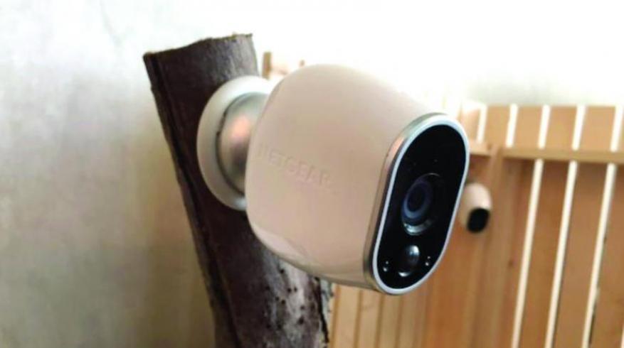 كاميرات مراقبة داخل حمامات جامعة عربية مشهورة