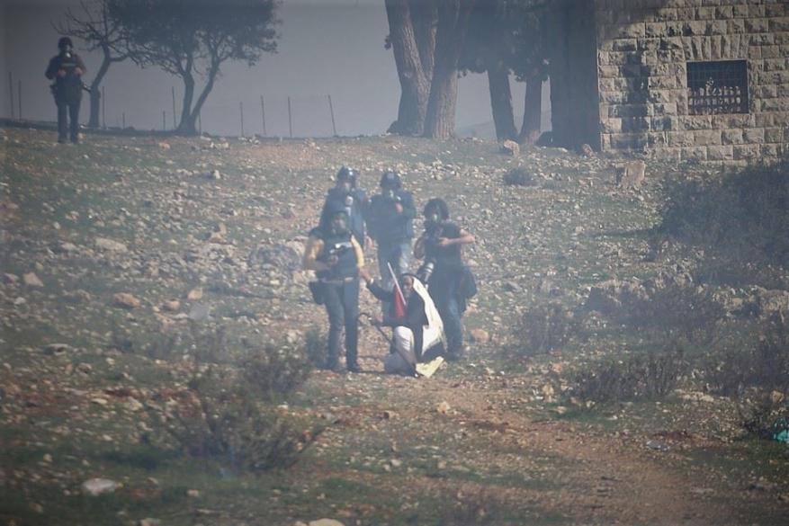 الاحتلال يقمع مسيرة في قرية النبي صالح رافضة لقرار ترمب