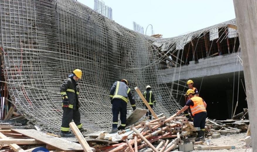6 إصابات بانهيار سقف مسجد قيد الإنشاء بغزة