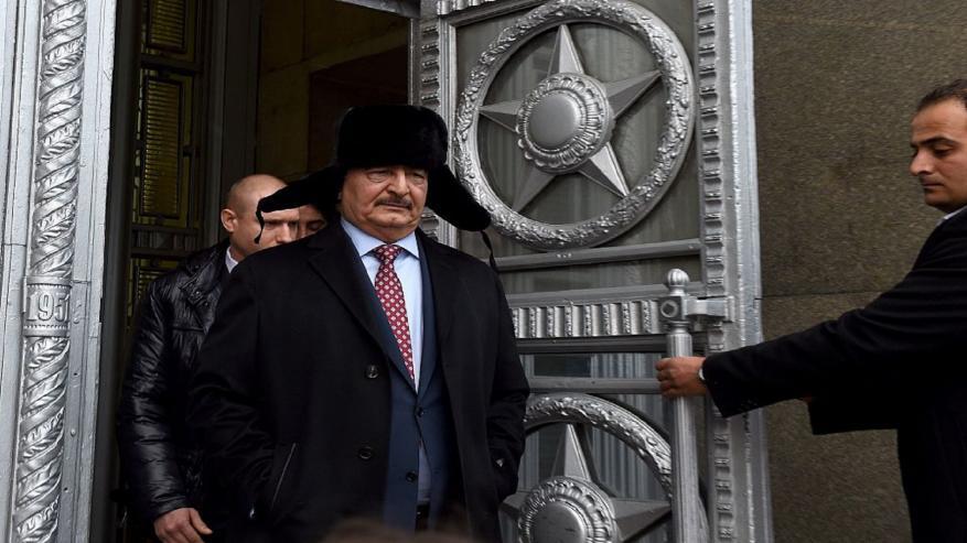 حفتر يصل روسيا لبحث الأزمة الليبية