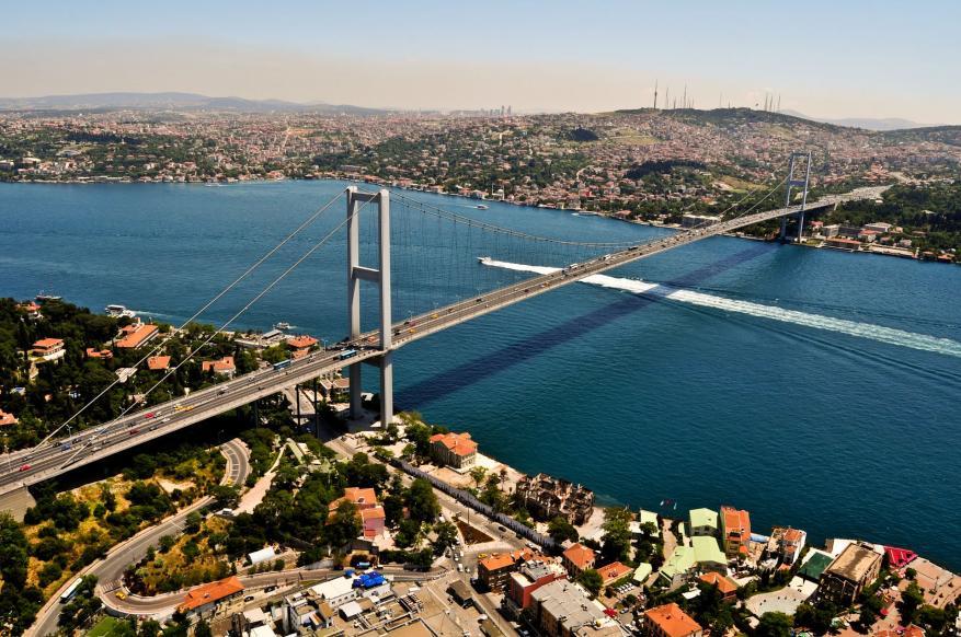 تركيا تغلق مضيق البسفور للبحث عن مفقود