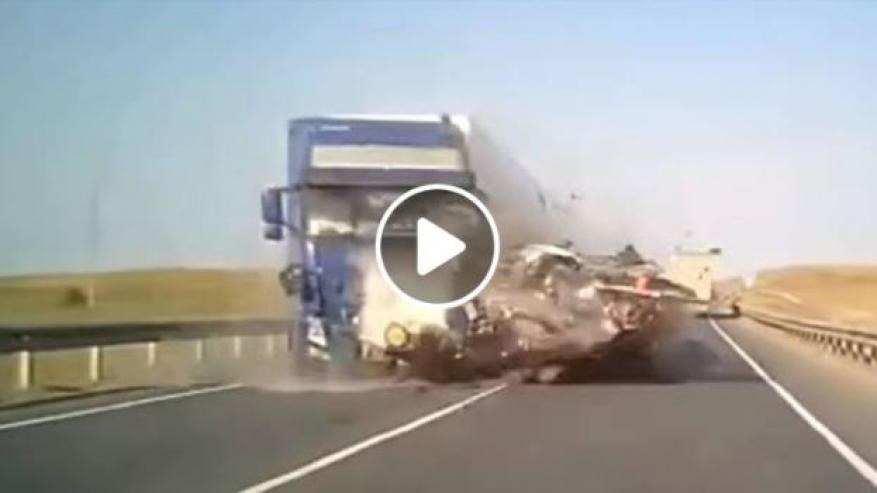 حادث مروع.. مصرع جميع ركاب حافلة في روسيا!