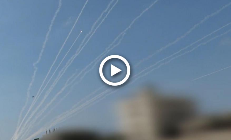 مشاهد جديدة نارية.. رشقات صاروخية قسامية تدك مواقع الاحتلال