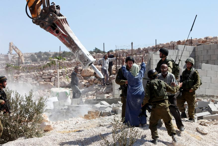 Israeli occupation forces continue assaults on Palestinian properties in Hebron