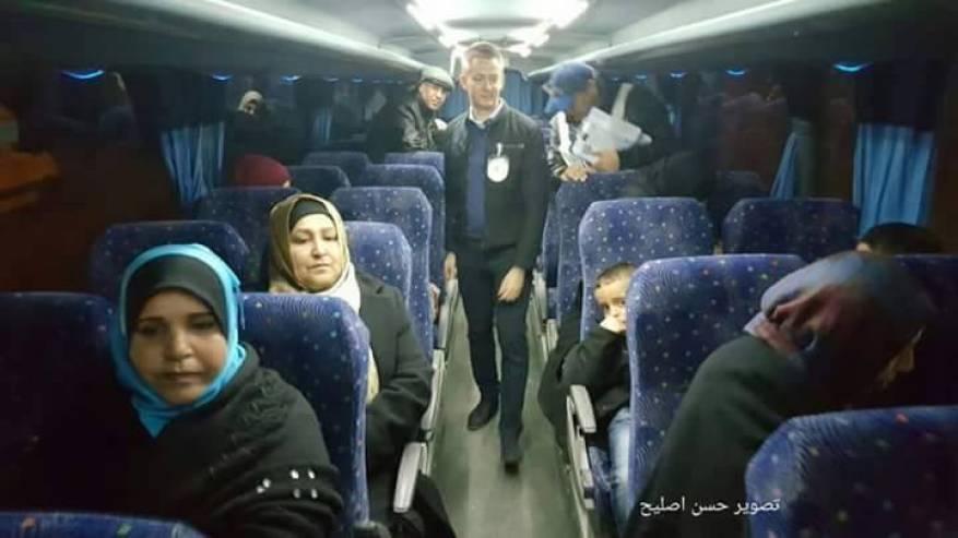 27 من ذوي أسرى غزة يزورن أبنائهم في سجن نفحة