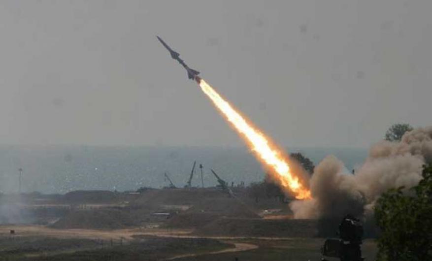 """""""الحوثيون"""" يعلنون إطلاق صاروخ باليستي على """"جازان"""" السعودية"""
